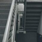 Klussen in huis: vloerbedekking van de trap verwijderen