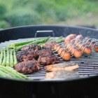 Hoe kan je het beste een barbecuerooster schoonmaken