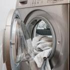 Vlekken in kleding: verwijderen met huishoudmiddelen