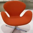 Beroemde stoelen van de Deense ontwerper Arne Jacobsen
