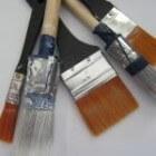 Kwasten en rollers bij het schilderen van (muur)verf