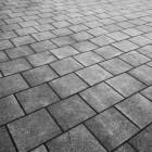 Bestrating van de oude en vertrouwde betontegel
