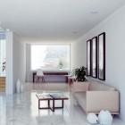 Neutrale kleuren en ruimte verkopen een huis