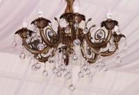 Een bijzondere plafondlamp, de kroonluchter / Bron: AdinaVoicu, Pixabay